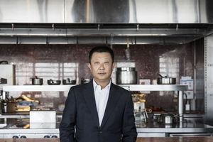 Vua lẩu Trung Quốc trở thành người giàu nhất Singapore