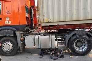 Người đàn ông đi xe đạp địa hình tử vong dưới gầm xe container