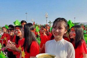 5.000 cổ động viên mang cháo lươn ra cổ vũ thí sinh Nghệ An thi Olympia