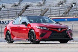 Chiêm ngưỡng vẻ đẹp của Toyota Camry TRD 2020 giá hơn 700 triệu đồng