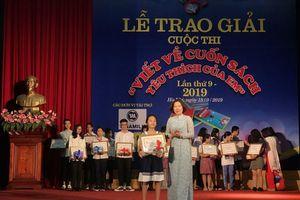 Báo Phụ nữ Thủ đô trao giải cuộc thi 'Viết về cuốn sách yêu thích của em'