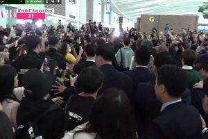 Sân bay hỗn loạn: 30 cảnh vệ phải 'chiến đấu' với hơn 1000 fan để bảo vệ X1