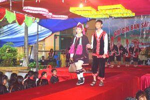 Đưa văn hóa dân tộc vào trường học ở các huyện miền Đông