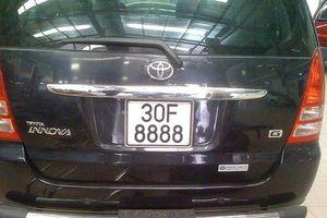 'Lác mắt' trước dàn xe Toyota biển số siêu đẹp