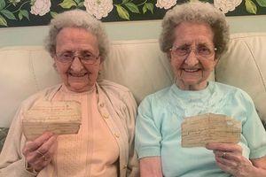 Bí quyết sống lâu của cặp sinh đôi cao tuổi nhất nước Anh