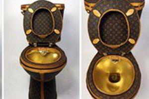 Bồn cầu dát vàng nổi tiếng giá 116 tỉ đồng vừa bị đánh cắp