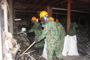 Nỗ lực thu gom, vận chuyển phế liệu sau vụ cháy nhà máy Rạng Đông