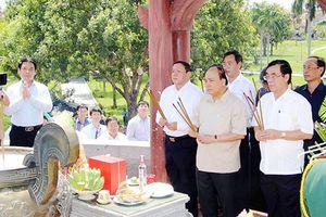 Thủ tướng Nguyễn Xuân Phúc tri ân anh hùng liệt sĩ tại Thành Cổ Quảng Trị