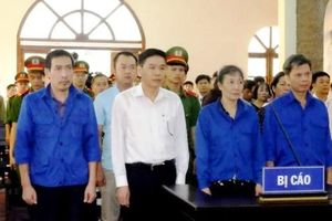 Vắng mặt nhiều nhân chứng, tòa hoãn xử vụ án gian lận điểm thi ở Sơn La