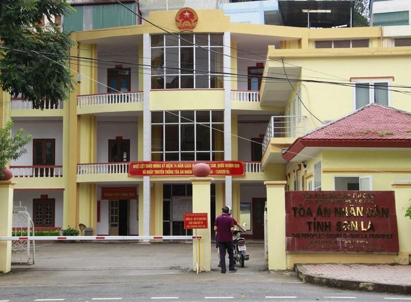Xét xử vụ gian lận thi cử ở Sơn La: Gần 50 người được triệu tập