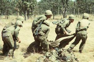 Khoảnh khắc 'sinh ly tử biệt' của lính Mỹ trên chiến trường Việt Nam