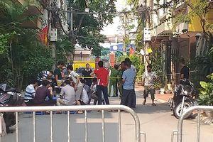Nghi can sát hại 2 nữ sinh trong phòng trọ ở Nghĩa Đô đã tử vong