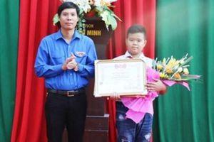 Thanh Hóa: Trao tặng bằng khen cho nam sinh nhặt được hơn 70 triệu đồng, trả lại người mất
