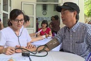 Gần 1.500 người dân được khám sức khỏe sau vụ cháy tại Công ty Cổ phần Bóng đèn Phích nước Rạng Đông
