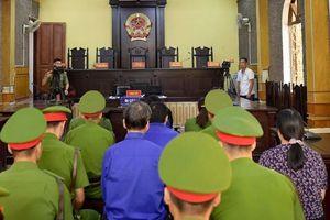 Hoãn xử vụ gian lận điểm thi tại Sơn La: Triệu tập hơn 90 người, chỉ có mặt hơn 10 người