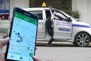 Taxi công nghệ đăng ký 'vận tải taxi' phải gắn hộp đèn