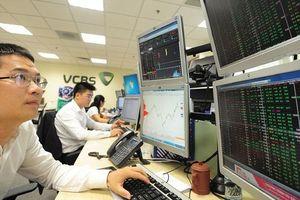 Việt Nam tham gia cuộc đua giảm lãi suất - Thị trường chứng khoán sẽ hưởng lợi?