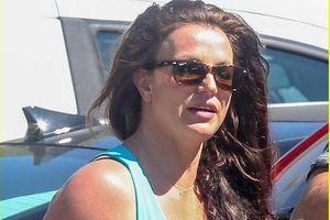 Britney Spears lộ vẻ mặt mệt mỏi, kém sắc khi đến cơ sở làm đẹp ở Mỹ