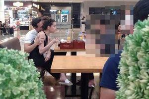 Chuyện showbiz: Kim Lý ngọt ngào hôn cổ bạn gái Hồ Ngọc Hà tại sân bay
