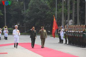 Bộ trưởng Ngô Xuân Lịch tiếp đoàn đại biểu cấp cao Quốc phòng Cuba