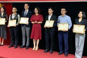 Hà Nội khen thưởng thí sinh đạt thành tích cao tại Hội thi pha chế đồ uống năm 2019
