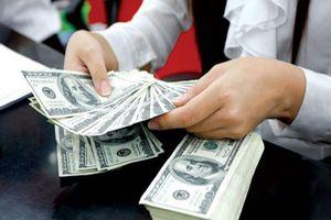 Giá USD tại ngân hàng tăng mạnh, đắt hơn chợ đen