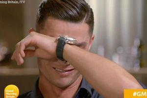 Vì sao Ronaldo khóc nức nở khi trả lời phỏng vấn?