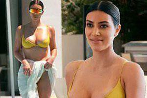 Kim Kardashian quá đỗi gợi cảm với bikini bé xíu