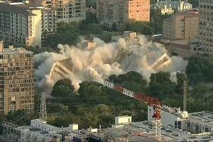 Thót tim tòa nhà ngân hàng 8 tầng sụp đổ trong tích tắc