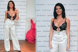 Cựu vũ nữ Anh diện áo bra ren khoe vòng một 'siêu khủng'