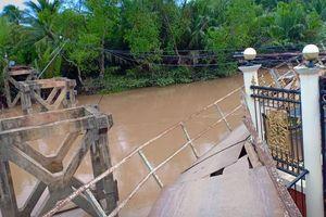 Kinh hãi sà lan 500 tấn đâm sập cầu ở Bến Tre