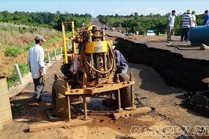 Đường 250 tỉ mới làm đã sụt lún: Phó Trưởng đoàn ĐBQH tỉnh Gia Lai thị sát