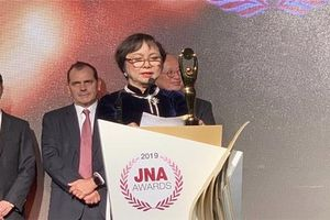 Chủ tịch PNJ Cao Thị Ngọc Dung nhận giải Oscar của ngành kim hoàn châu Á