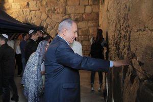 Israel các ứng cử viên hàng đầu đến cầu nguyện tại Bức tường phía Tây