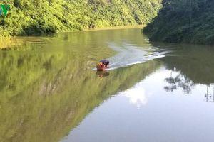 Hai vợ chồng bị lũ cuốn ở Lào Cai, tìm được thi thể người chồng