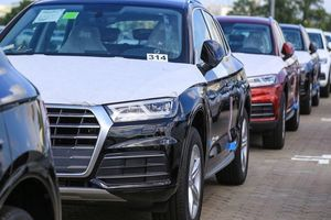 Giá xe nhập khẩu giảm hàng trăm triệu, khách Việt 'nô nức' chọn mua