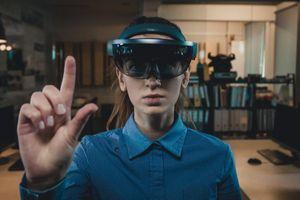 Facebook bắt tay Ray-Ban phát triển kính thông minh