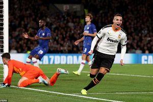 Chelsea thua sốc trên sân nhà, Ajax chiếm ngôi đầu bảng
