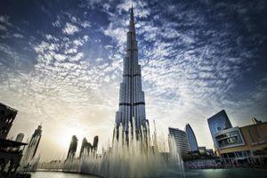 Tòa nhà chọc trời cao nhất thế giới ở Dubai tên là gì?