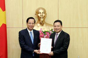 Trao quyết định của Thủ tướng Chính phủ về công tác cán bộ