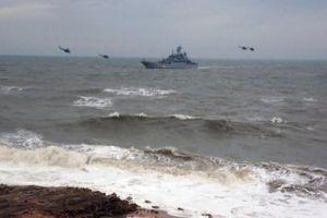 Tàu chiến Mỹ bị tàu tuần tra Nga áp sát trên Biển Đen