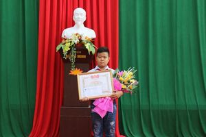 Thanh Hóa: Trên đường đi học về, nam sinh lớp 7 nhặt được hơn 70 triệu đồng