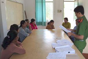 Trà Vinh: Xử phạt 13 'quý bà' tham gia đánh bài ăn tiền