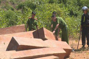 Điều công an từ phố về huyện bắt phá rừng ở Đắk Lắk, trưởng thôn sa lưới
