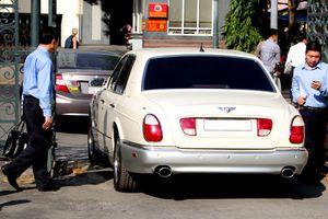 Ông Vũ đi 'siêu xe' Bentley đến tòa, vẫn khuyên người khác sống 'thiện lành'
