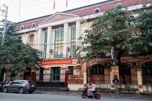 Sáng nay (18/9), các bị cáo trong vụ gian lận thi cử ở Hà Giang hầu tòa