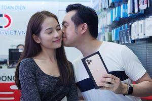 Sara Lưu 'chơi lớn' tặng Dương Khắc Linh iPhone 11 Pro Max giá 79 triệu nhưng chỉ được ngắm