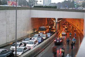 Dừng xe, đỗ xe trong hầm đường bộ phạt thế nào?