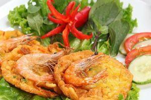 Món ngon Hà Nội: Bánh tôm Hồ Tây, bánh khúc gây thương nhớ