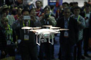 Cảnh sát Trung Quốc dùng flycam nhắc nhở người vi phạm giao thông